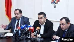 Armenia - Dashnaktsutyun leaders Aghvan Vartanian (L), Armen Rustamian (C) and Artsvik Minasian at a news conference in Yerevan, 13Jan2015.
