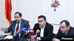 Armenia - Armen Rustamian (C) and other leaders of the Armenian Revolutionary Federation at a news conference in Yerevan, 13Jan2015.