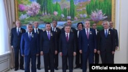 Шавкат Мирзиёев после вручения госнаград представителям Таджикистана. Фото с сайта президента Узбекистана