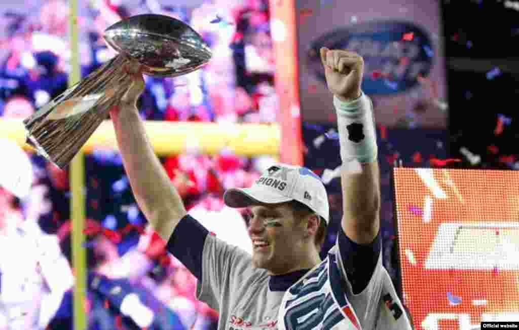 """Том Брэди, лучший игроr Super Bowl 2015 года, который выиграли """"Нью-Ингланд Пэтриотс"""""""