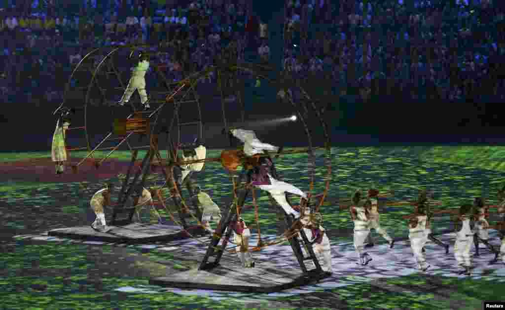 Рио олимпиадасының ашылу салтанатындағы қойылымнан көрініс.