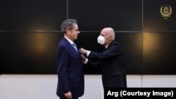 اعطای مدال میر مسجدی خان به پیری مایدون سفیر اتحادیه اروپا در افغانستان