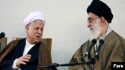 آیت الله علی خامنه ای، رهبر جمهوری اسلامی (راست) همراه با اکبر هاشمی رفسنجانی