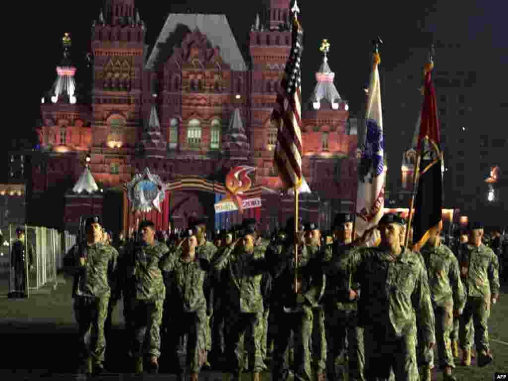 Поки власну участь у параді підтвердили США, Великобританія і Франція. До Москви також прибули 75 українських військовослужбовців для участі в параді Перемоги.