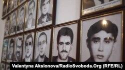 Один зі стендів в музеї зниклих без вісти в Степанакерті