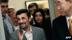 محمود احمدی نژاد (راست) در دیدار با بان گی مون، دبیرکل سازمان ملل