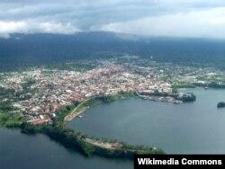 Вид с воздуха на столицу Экваториальной Гвинеи Малабо