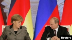 Russian President Vladimir Putin (right) and German Chancellor Angela Merkel have agreed to meet in France on June 6.