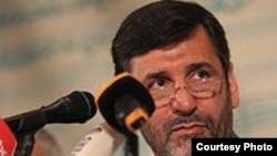 حسین صفار هرندی، وزیر ارشاد و رییس شورای فرهنگ عمومی که ابلاغیه های جدید را به ادارات دولتی ارسال کرده است.