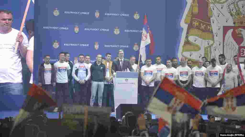 Predsednik Srbije Aleksandar Vučić u obraćanju ljudima na mitingu.