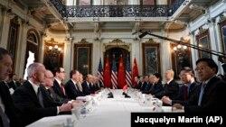 Переговоры представителей США и Китая, архивное фото