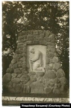 Манумэнт германскім вайскоўцам у вёсцы Камаі, 1917. Могілкі не захаваліся, на іх месцы паставілі памятны знак