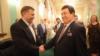 Иосиф Кобзон (п) и Александр Захарченко (л)