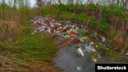 Стихійне сміттєзвалище під Києвом