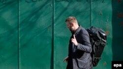 Алексей Навальный покидает спецприемник №2 в Хорошево-Мневниках после 15 суток административного ареста