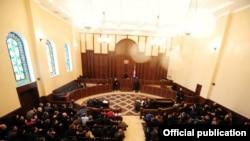 Суд удовлетворил ходатайство прокуратуры и в качестве меры пресечения назначил бывшему мэру столицы предварительное тюремное заключение