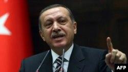 Түркия премьер-министрі Режеп Тайып Ердоған парламент депуттары алдында сөз сөйлеп тұр. Анкара, 15 қараша, 2011 жыл.