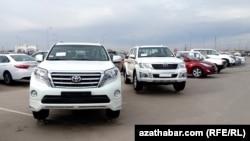 Türkmenistanda ulag satylýan bazarlaryň biri.