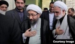 محسنی اژهای (راست) در کنار صادق لاریجانی رئیس اسبق دستگاه قضایی