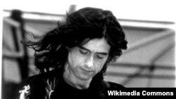 Джеймс Патрик Пэйдж родился 9 января 1944 года, на 14-летие родители подарили Джеймсу первую электрогитару