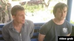 Украиналық әскерилер ұстаған ресейлік LifeNews журналистері.