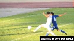 Türkmen futbolçylary.