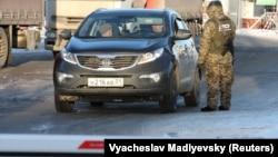 Control în Ucraina la un punct de frontieră cu Rusia