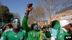 Болельщики сборной Нигерии перед матчем с Аргентиной на Кубке Мира-2010 в Южной Африке, 12 июня 2010