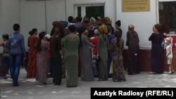 Döwlet dükanynyň öňündäki nobat, Türkmenistan