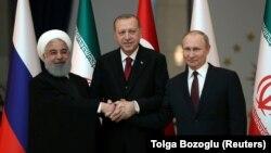 Presidenti iranian, Hassan Rohani, ai i Turqisë, Recep Tayyip Erdogan dhe presidenti rus, Vladimir Putin. Ankara, 4 prill, 2018.