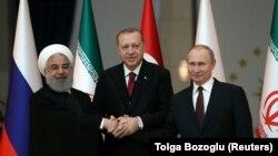 Слева направо: Хасан Роухани, Реджеп Эрдоган, Владимир Путин во время саммита в Анкаре