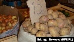 Картошка дар баробари нон яке аз муҳимтарин анвои ғизои мардуми Тоҷикистон аст