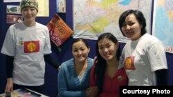 Германиядагы Саарланд университетинде иштеген Айсада Үчүгөнова өзү иштеген университеттеги кыргыз студенттер менен