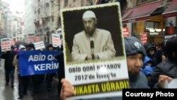 Демонстрация против режима узбекского президента Ислама Каримова. Стамбул, 2 марта 2012 года.