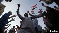 Противники президента Мурси празднуют победу в Египте