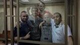 Aqmescitteki birinci «Hizb ut-Tahrir davasınıñ» mabüsleri mahkeme salonunda, arhiv fotoresimi