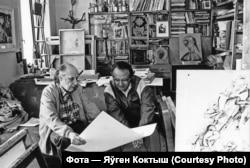 Арлен Кашкурэвіч і пісьменьнік Алесь Адамовіч. Фота Яўгена Коктыша