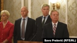 Lindsey Graham (sağdan öndə)
