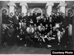 Станиславский с актерами. 1922