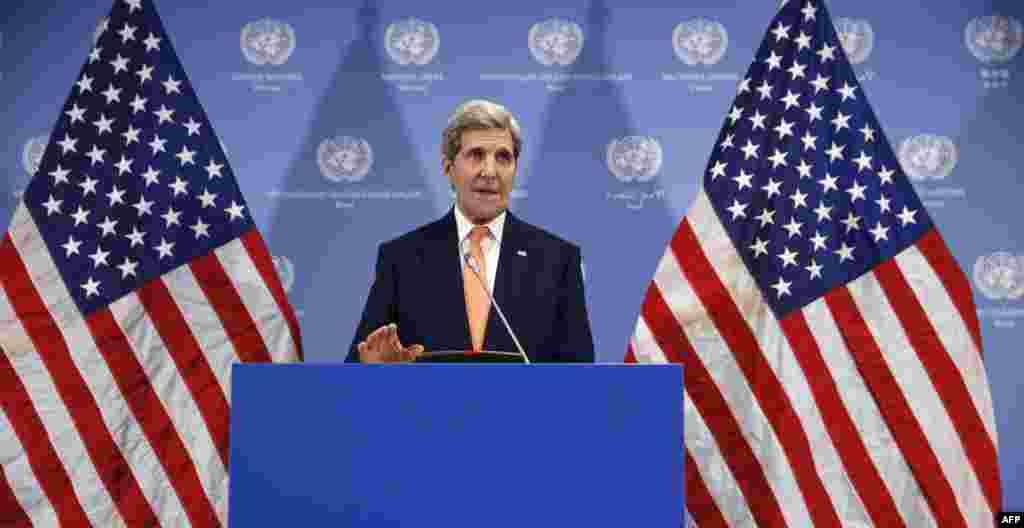 Государственный секретарь США Джон Керии объявляет о снятии международных санкций с Ирана. Вена, 16 января