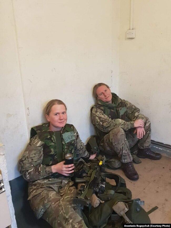 Фото із особистого архіву Анастасії Бугайчук (ліворуч)