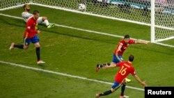 Ֆրանսիա - Իսպանիայի հավաքականը երկրորդ գնդակն է ուղարկում Թուրքիայի թիմի դարպասը, Նիս, 17-ը հունիսի, 2016թ.