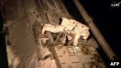 Astronawt bolmagy arzuw edýänlere NASA-dan teklip.