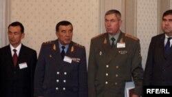 Закир Алматов (второй слева) с руководителями силовых структур. Ташкент, 2005 год.