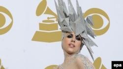 Леди Гага на одной из церемоний в 2010 году