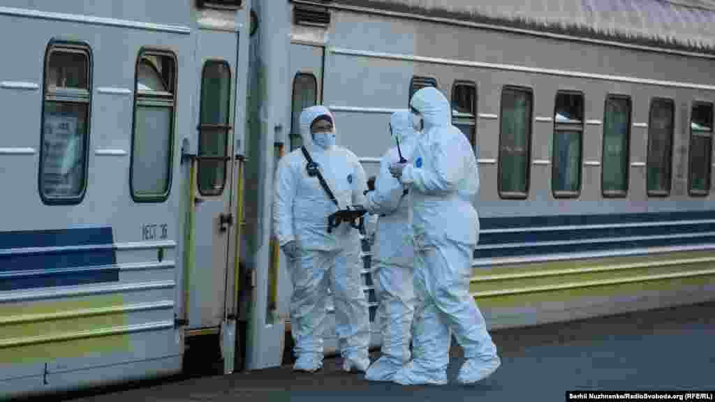 За станом на 10-у годину ранку 23 березня, за офіційними даними, в Україні було підтверджено 73 випадки захворювання COVID-19