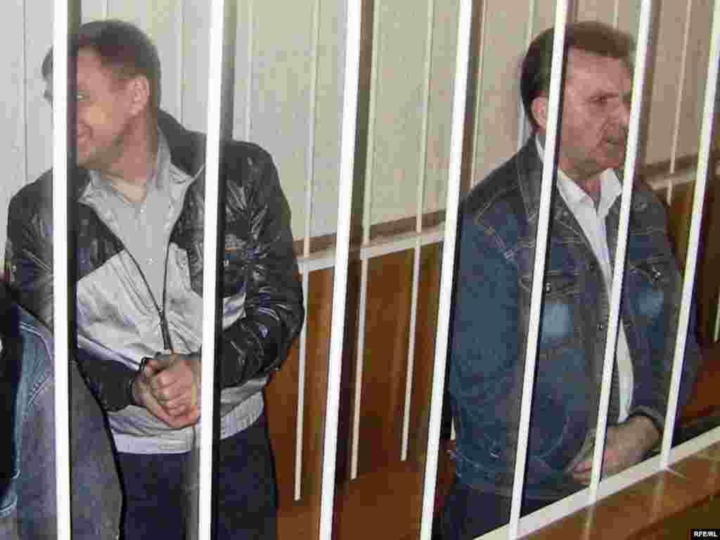 6 траўня, чацьвер - Мікалай Аўтуховіч і Ўладзімер Асіпенка пасьля абвяшчэньня выраку.