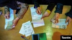 آیا رأی دادن در انتخابات، برای جمهوری اسلامی مشروعیت میآورد؟