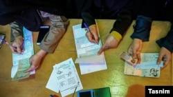 Pamje nga votimet në Iran më 26 shkurt