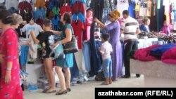 "Aşgabadyň ""Jygyldyk"" bazary, 18-nji maý, 2013"